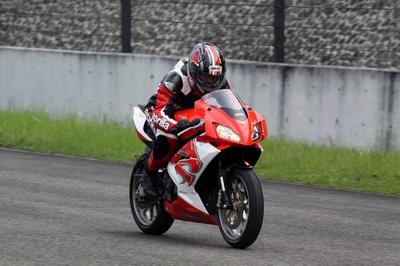 riding-aprilia-rs-125-2