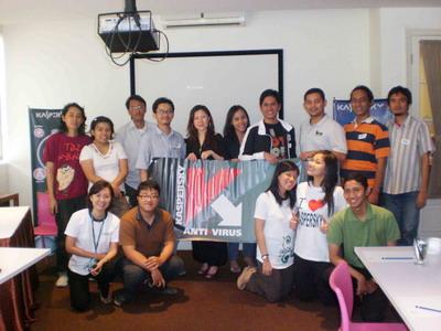 foto bareng blogger with  kaspersky team