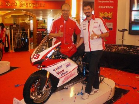 tim_balap_ducati_indonesia_2009 (1)