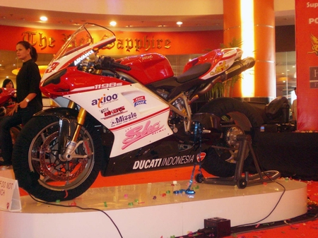 tim_balap_ducati_indonesia_2009 (2)