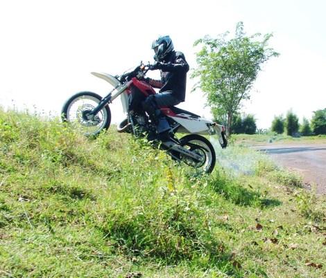 Test ride Husqvarna 125 SM di Jonggol, Cileungsi.