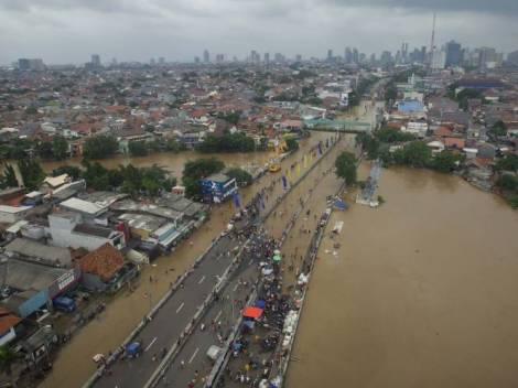 Banjir di Jalan Abdullah Syafei, fly over Tebet - Kampung Melayu, Januari 2014 - Plasa MSN - Wahyu Putro - Antara.jpg 2