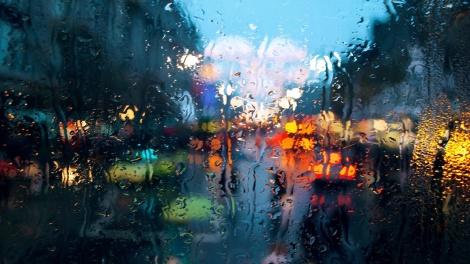 rain-on-glass-wallpapers_41119_1366x768