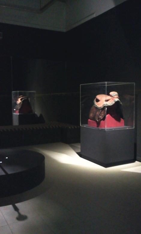 Ruang pameran pusaka peninggalan pangeran Diponegoro. Di dalam ruangan tersedia bangku panjang berlapis kain batik untuk tempat pengunjung bersemedi dan merasakan getaran aura pusaka bersejarah ini.