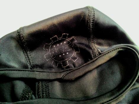 Logo 7Gear di bagian depan balaclava rontok dan perlahan lenyap dalam waktu 4 bulan