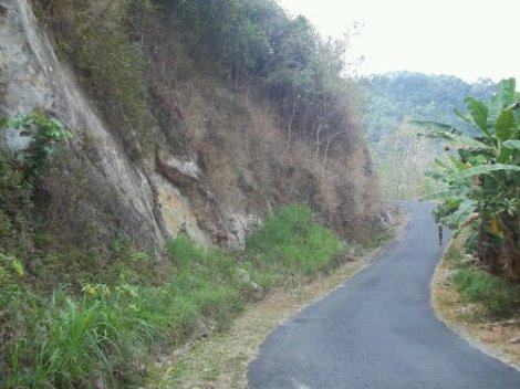 Nemu foto jalur Gunung Kidul yang sepertinya pernah saya lalui. Foto: dok. Mas Hadiyanta.