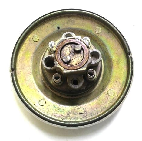 Lepas 4 buah per. Copot juga ring besi yang di tengahnya terdapat 2 tombol geser yang berfungsi sebagai pelatuk slot pengunci.